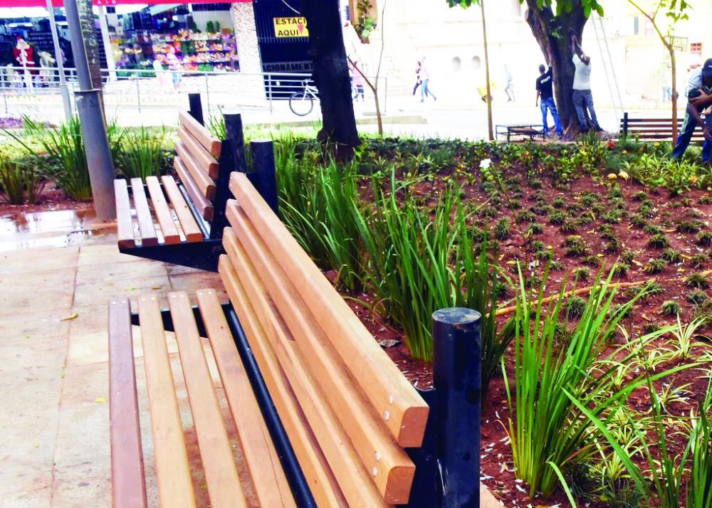 Praça Rui Barbosa recebe novo paisagismo - Foto: André Santo/PMU