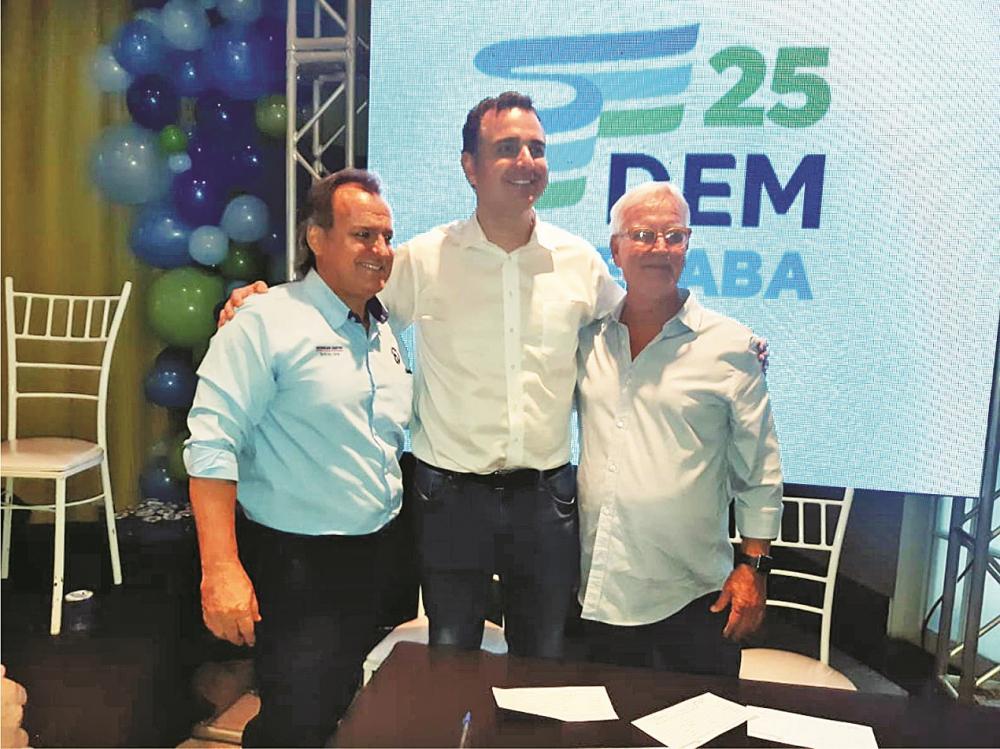 Radialista Edvaldo Santos, senador Rodrigo Pacheco e o presidente da Codau Luiz Guaritá Neto - Foto: Divulgação
