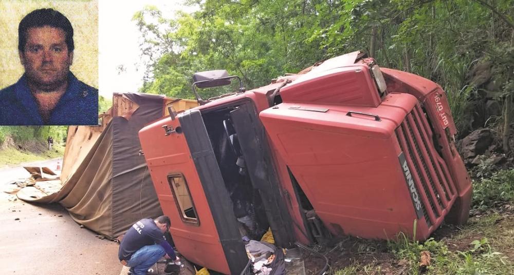 Carlos Gonçalves Boaventura perdeu o controle direcional de carreta, que tombou, e ele morreu na hora - Foto/Reprodução: Juliano Carlos