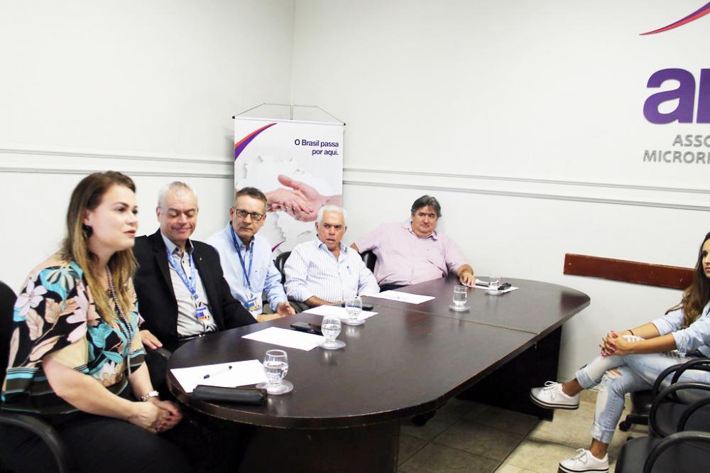 Equipe da Caixa discutiu com os representantes dos municípios os convênios em curso e, especialmente, tirou dúvidas - Foto: Lúcio Castellano/Amvale