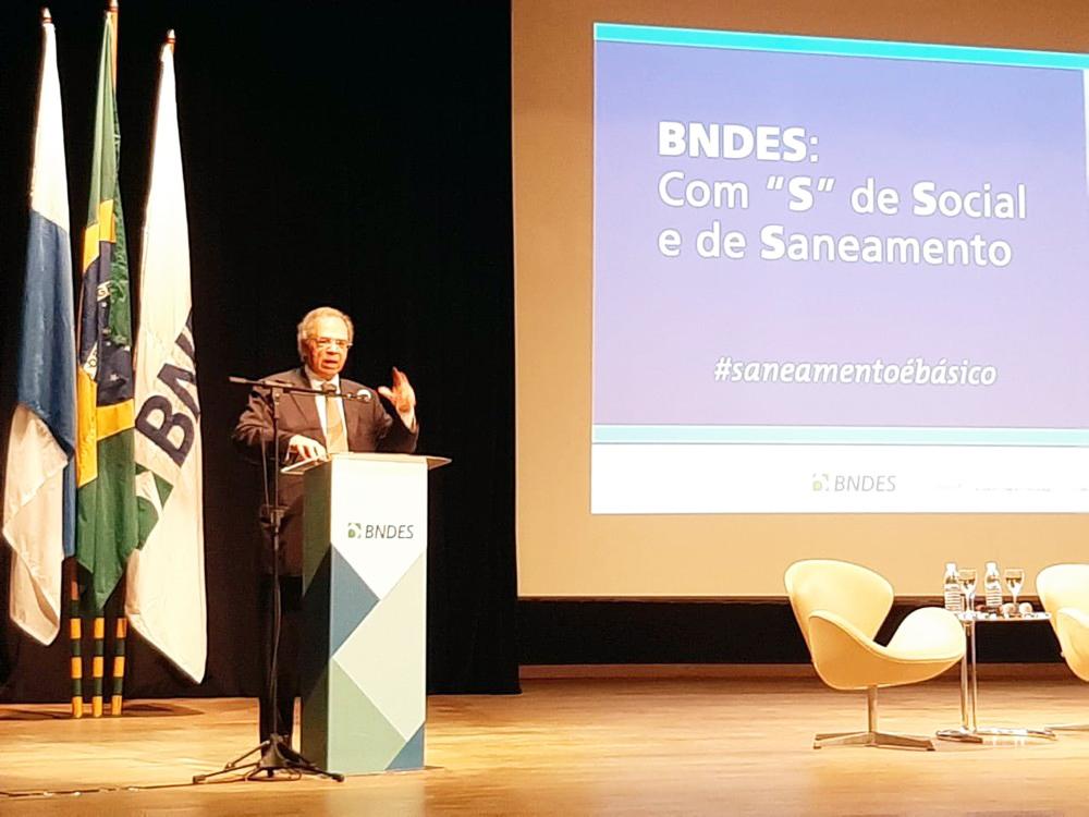 Paulo Guedes, ministro da Economia, fala nesta sexta-feira (6) em evento no BNDES, no Rio - Foto: Daniel Silveira/G1
