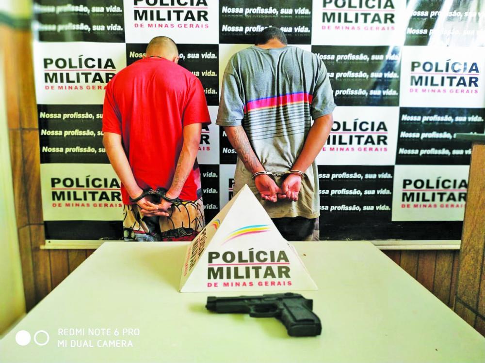 Réplica de arma foi apreendida com os acusados - Foto: Juliano Carlos