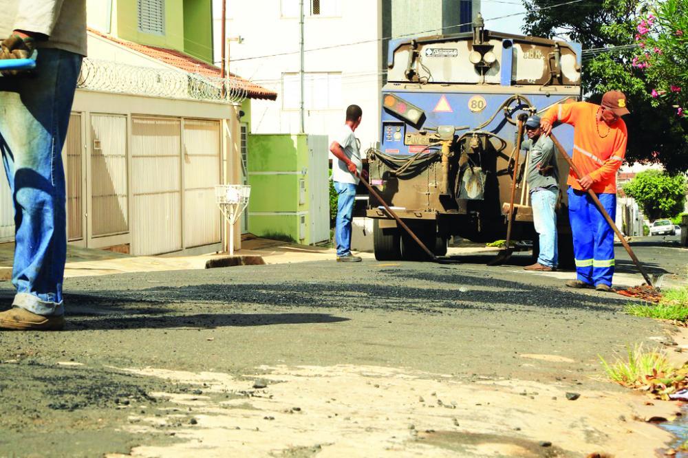 Ontem a operação tapa buracos atendeu três regiões - Foto: André Santos/PMU