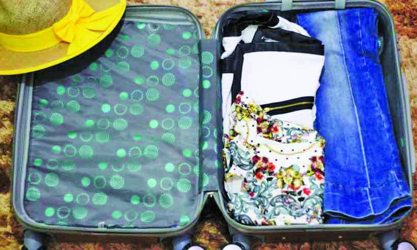 Além das roupas, não deixe fora da bagagem bateria extra, fone de ouvido e dinheiro em espécie - Foto: Juliana Andrade/CB/D.A Press