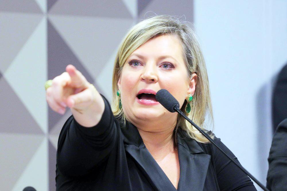 A deputada Joice Hasselman durante depoimento na CPI das Fake News - Foto: Wagner Pires/Futura Press/Estadão Conteúdo