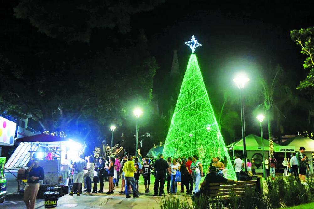 Iluminação natalina está recebendo elogios da população - Foto: Divulgação