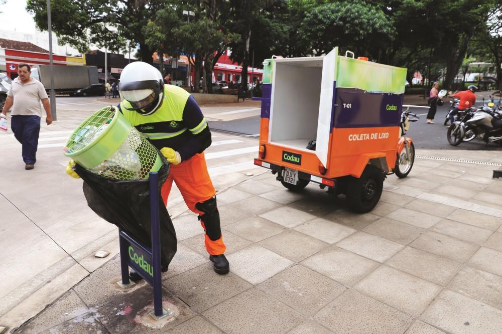 Veículo começou a circular ontem e integra projeto de limpeza das ruas, avenida e praças - Foto: Divulgação/Codau