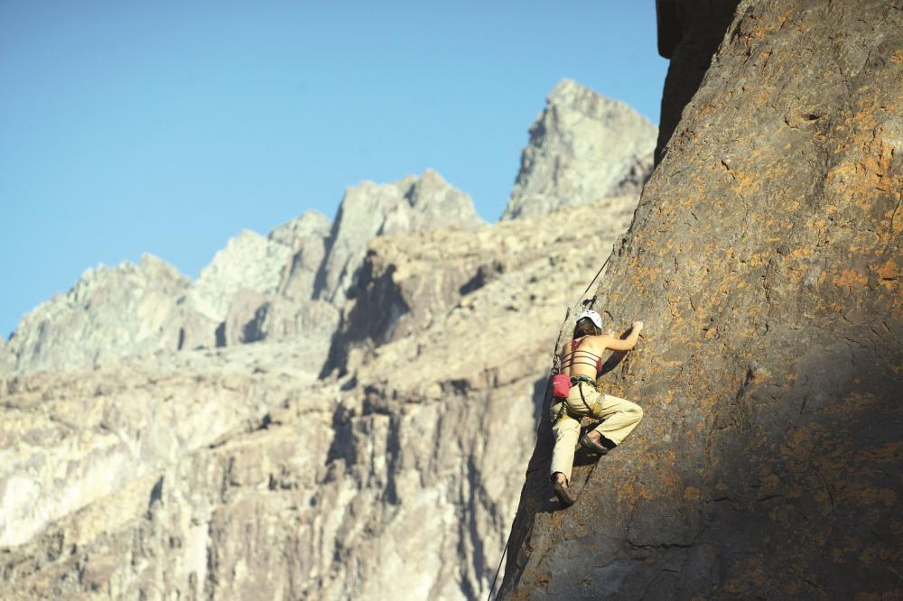 Esportista faz escalada em Cajón del Maipo, na Região Metropolitana de Santiago - Foto: Divulgação