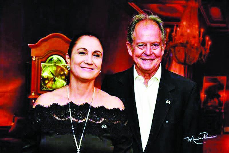 O presidente da ABCZ Arnaldo Manuel de Souza Machado Borges e esposa Iara Marquez, anfitriões da solenidade da noite de hoje: Diplomação da nova diretoria eleita da ABCZ - triênio 2020/2022 - Fotos: Divulgação