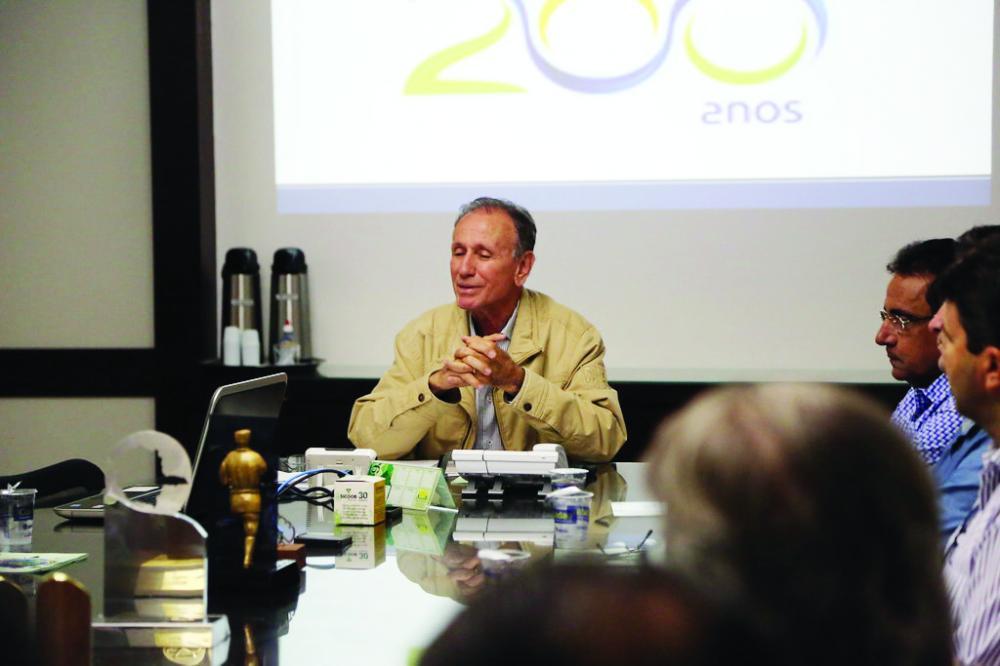 Prefeito Paulo Piau assina decreto autorizando a suspensão de protesto para parcelamento de dívidas