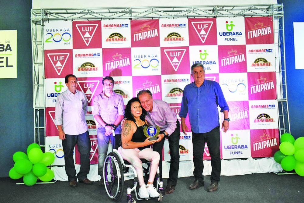 Dentre os homenageados esteve a atleta Poliana Souza - Foto: Marco Aurélio/PMU