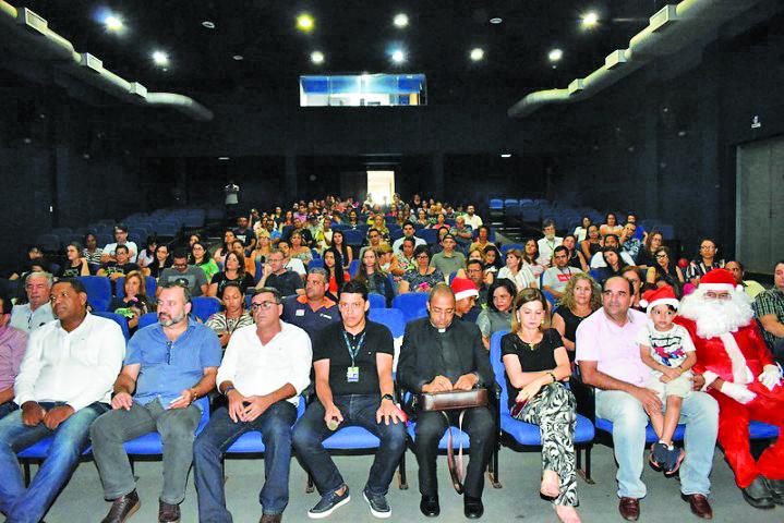 O Secretário de Administração Rodrigo Vieira lotou o auditório do centro Administrativo para a celebração de Natal -Foto: Marco Aurélio/PMU