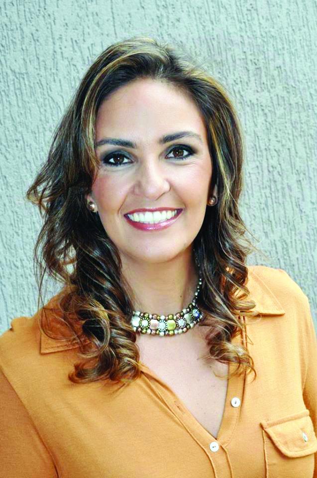 Esmê Junqueira Nasser, aniversaria no próximo dia 28. Empresaria, digital influencer e uma das idealizadoras do Natal Solidário. Ela merece todos os aplausos