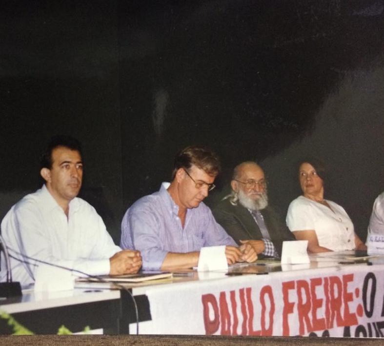 Deputado estadual Heli Andrade, na época vereador, ex-prefeito Luiz Guaritá Neto, em reunião com Paulo Freire, organizada pela sua secretaria de Educação Dedê Prais - Foto: Arquivo JU