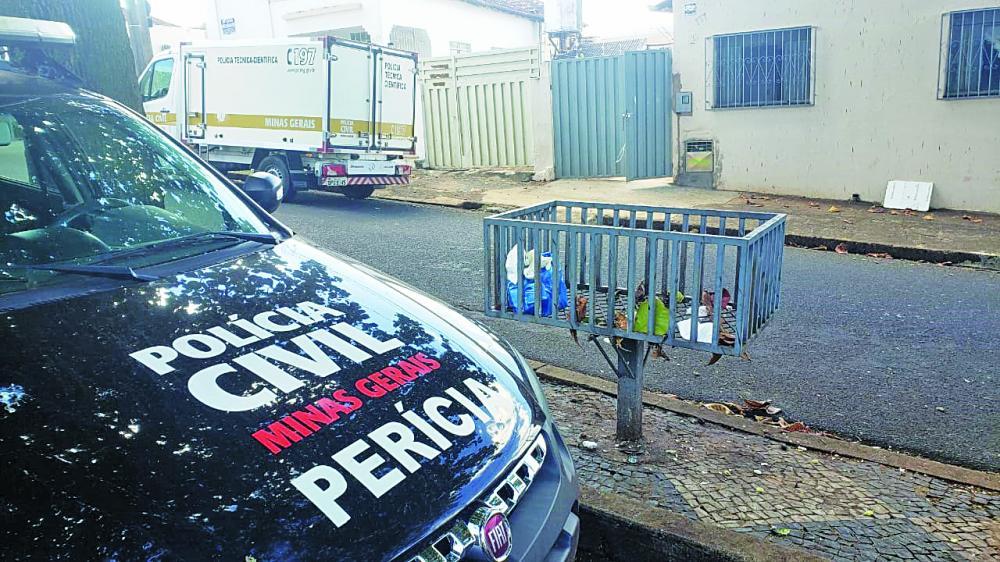 Crime foi registrado na tarde de ontem no São Benedito: Corpo da vítima foi encontrado sobre a cama (Detalhe)
