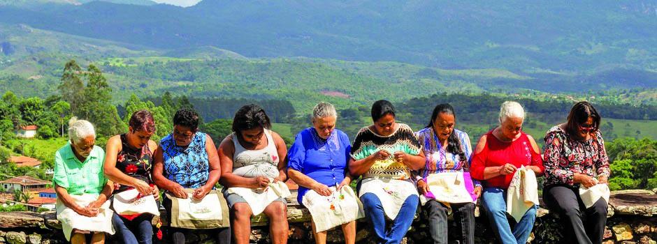 A proposta é retratar através do artesanato o ambiente e a cultura das comunidades, valorizando o trabalho das mulheres - Foto: Gisele Oliveira/Divulgação/Emater-MG