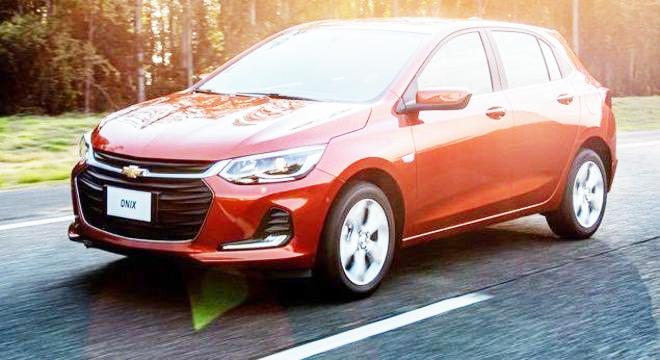 Chevrolet Onix, líder em vendas no mercado brasileiro segundo a Fenabrave - Fotos: Divulgação