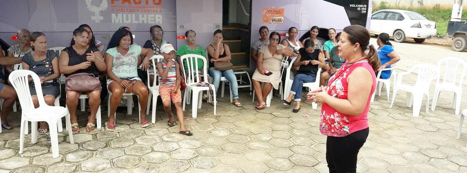 Equipado com salas e com metodologia desenhada para integrar a rede local, o ônibus Lilás tem levado às comunidades rurais informações sobre direitos humanos e sobre violência contra a mulher