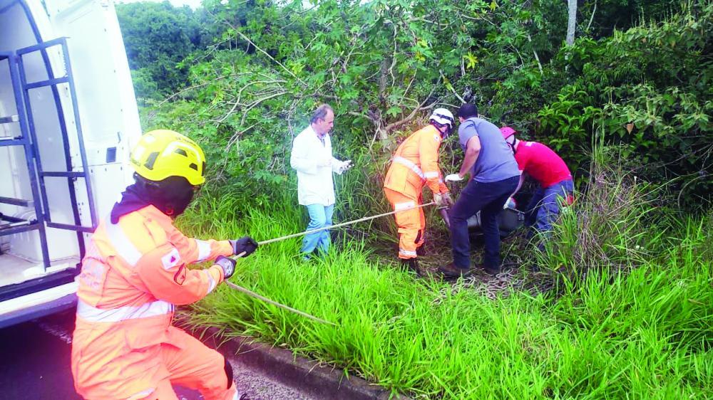 Corpo desovado foi localizado na tarde de ontem - Foto: Juliano Carlos