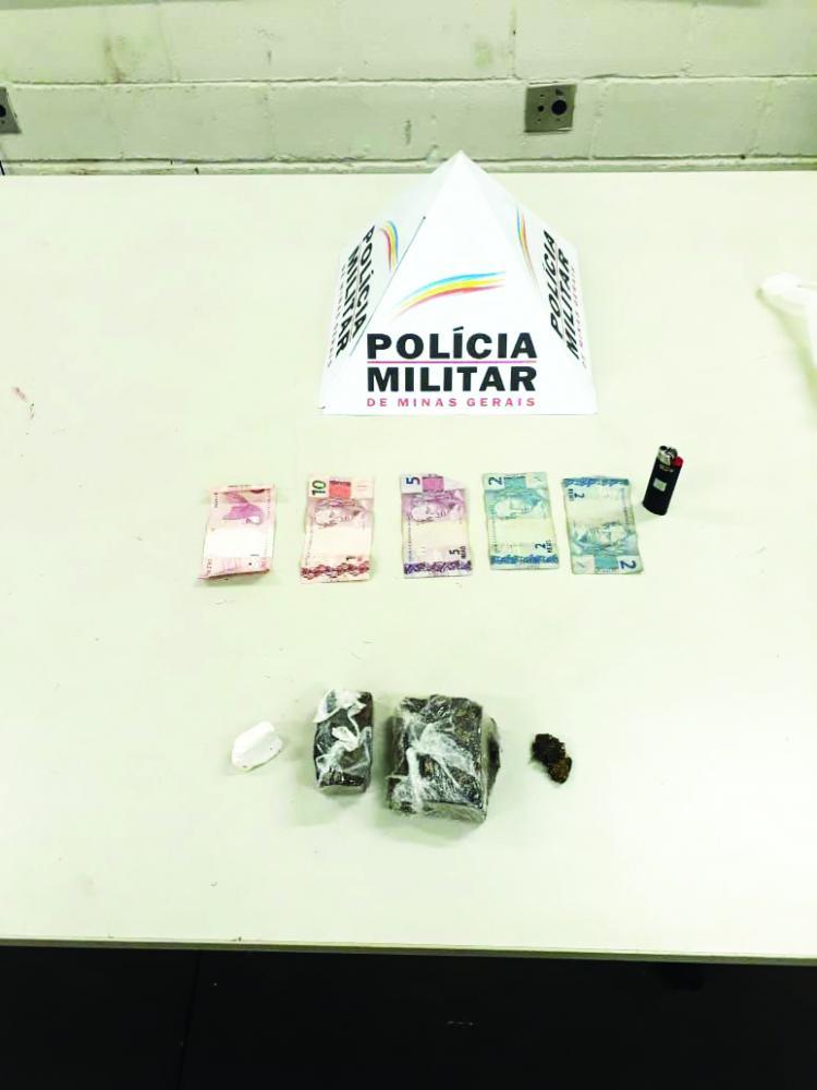 Tabletes de maconha foram encontrados com os acusados
