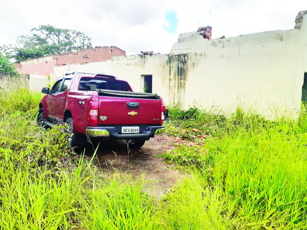 Veículo foi encontrado em laticínio desativado no Gameleiras - Foto: Juliano Carlos