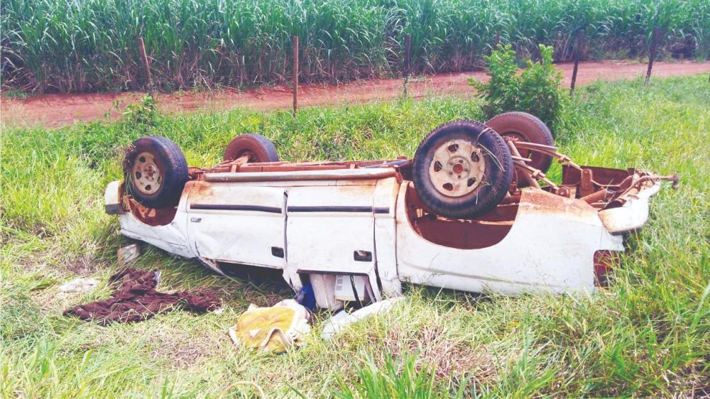 Veículo parou com as rodas para cima após o acidente
