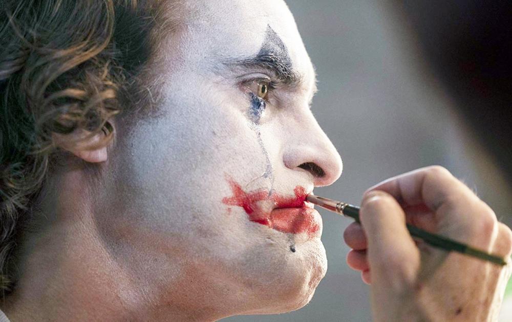 Joaquin Phoenix em cena de 'Coringa', que teve 11 indicações, seguido por 'O irlandês' e 'Era uma vez em... Hollywood', com 10. Filme da diretora brasileira Petra Costa está indicado a documentário - Foto: Divulgação