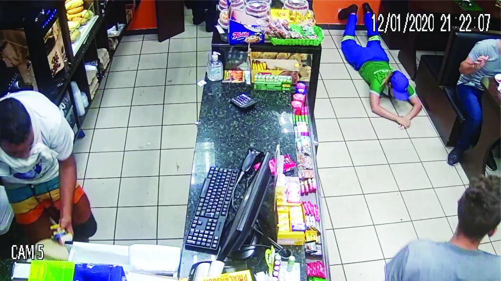 Câmeras de segurança flagraram a ação criminosa