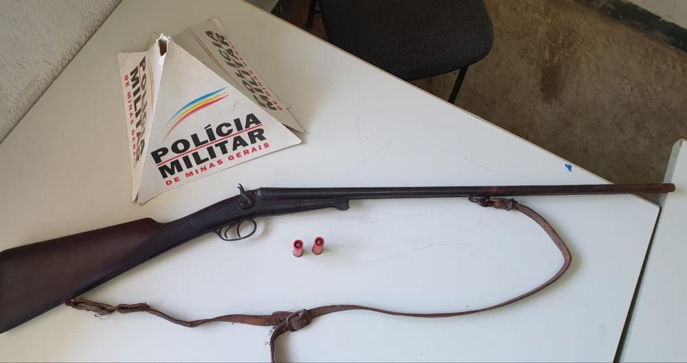 Arma de fogo foi apreendida em Água Comprida pela PM - Foto: Divulgação