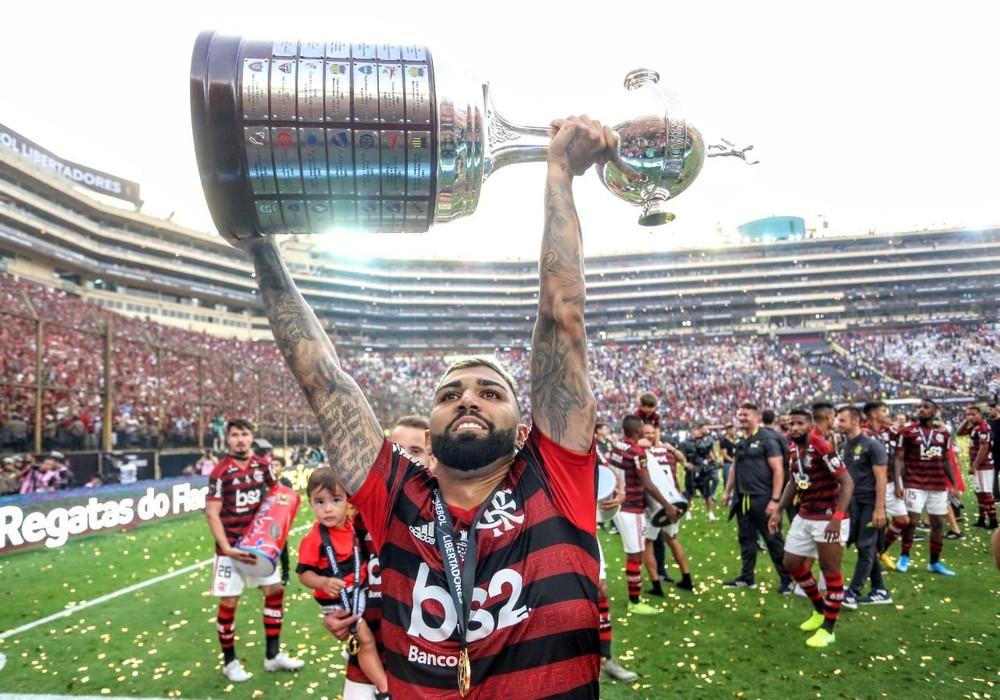 Gabigol ergue a taça da Libertadores pelo Flamengo - Foto: Reprodução