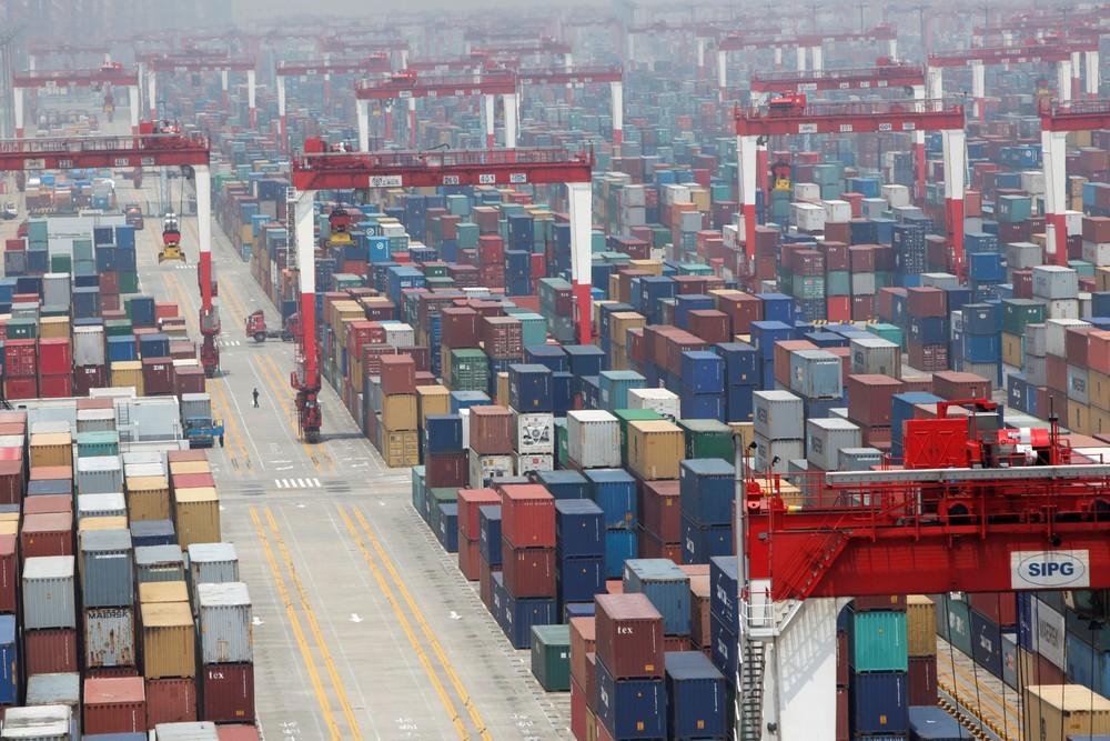Guerra comercial: movimentação de cargas no porto de Xangai, na China - Foto: Aly Song/Reuters