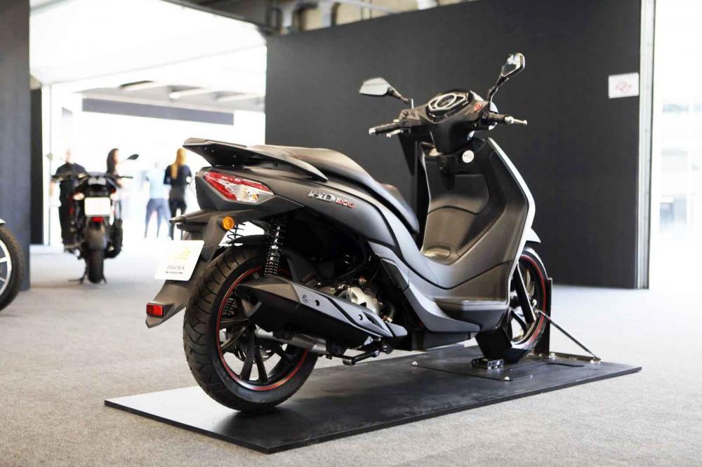 Dafra HD300; Modelo estava previsto para maio, mas chega antes ao mercado brasileiro; veículo tem ABS de série e vai conviver nas lojas com o Citycom 300i - Foto: Marcelo Brandt/G1