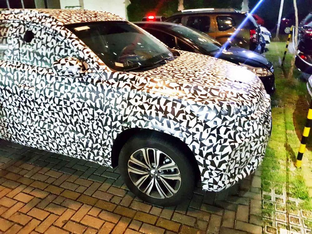 SUV Tiggo 8 é flagrado camuflado em São José dos Campos - Foto: Diego Tribst/ TV Vanguarda