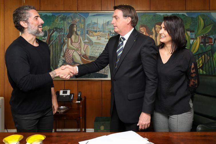 A Lei recebeu o nome de Romeo Mion, em homenagem ao filho do apresentador Marcos Mion, na foto com o presidente Bolsonaro - Foto: Marcos Corrêa/PR