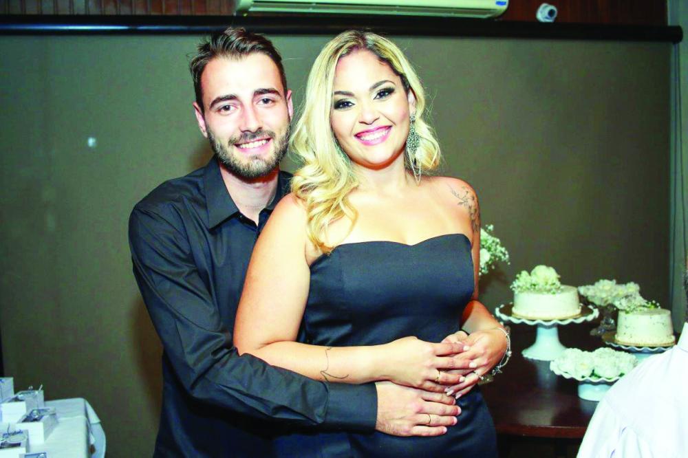Família Idaló está em festa, pois Larissa Idaló e Ricardo Frias ficaram noivos em Uberaba e agendaram seu casamento para setembro em Portugal
