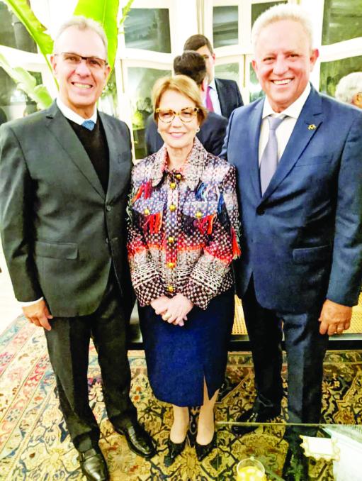 Ministros Bento Costa Lima (de Minas e Energia) e Tereza Cristina (da Agricultura, Pecuária e Abastecimento), ao lado do presidente Rivaldo Jr.