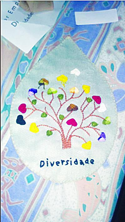 Uma das gotas já bordadas em Uberaba para ser enviada para Brumadinho - Foto: Divulgação
