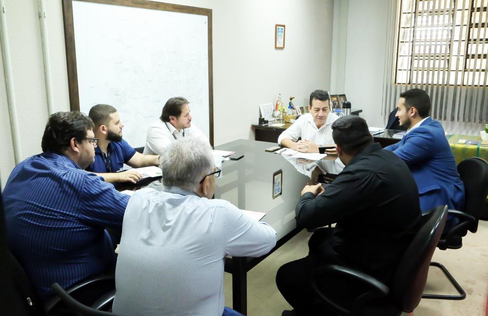 Vice-prefeito João Gilberto Ripposati se reúne com representantes da Champion Saúde Pública, indústria farmoquímica, com vistas ao combate à dengue - Foto: André Santos/PMU