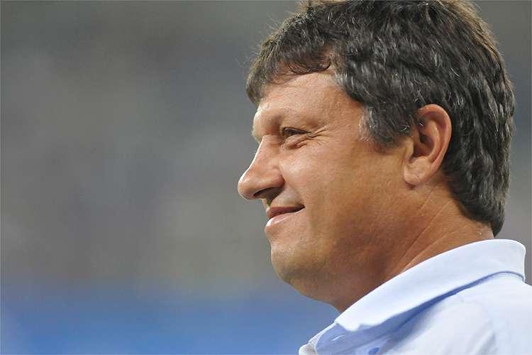 Adilson Batista ressaltou que principal meta do Cruzeiro em 2020 é ficar entre os quatro primeiros na Série B - Foto: Alexandre Guzanshe/EM/D.A Press