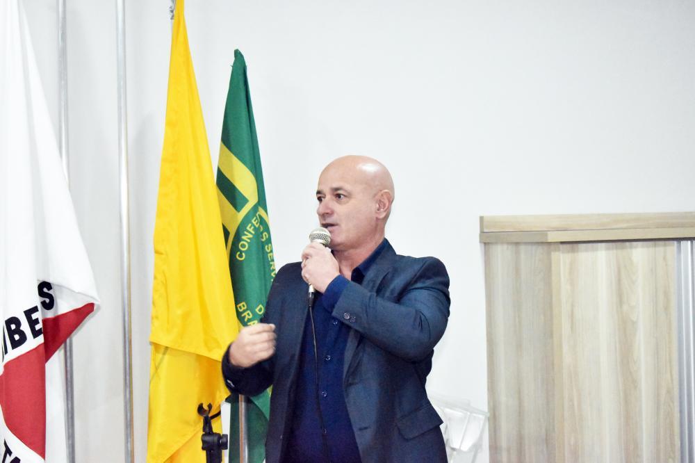 Novo comandante da Guarda Municipal Marcelo Neves de Oliveira, durante a posse, ontem - Foto: Marco Aurélio/PMU