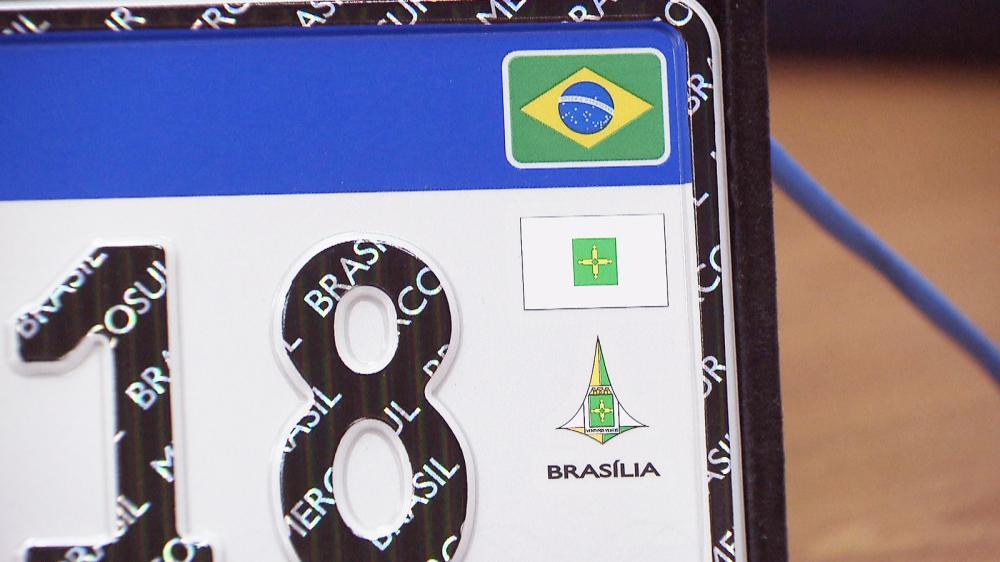 Placa de veículos do Mercosul com bandeira e brasão do DF, como propôs o Ministério das Cidades - Foto: TV Globo/Reprodução