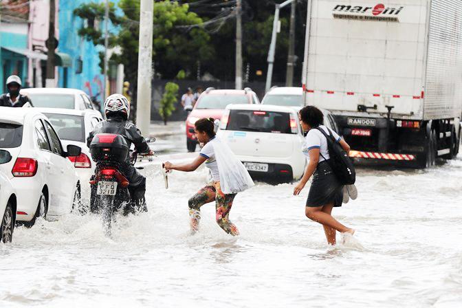 Com o aumento das chuvas, casos da doença podem aumentar, por causa de contato com água ou lama contaminadas - Foto: Pablo Kennedy/CEV