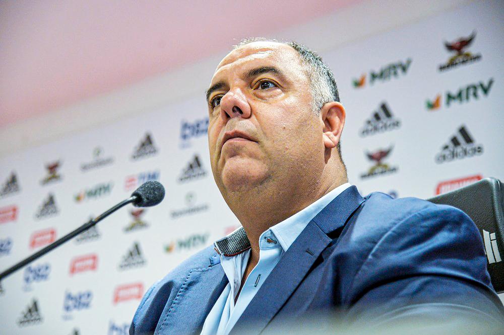 Marcos Braz em entrevista no Ninho do Urubu afirma que clube está atento a oportunidades de mercado - Foto: Marcelo Cortes / Flamengo