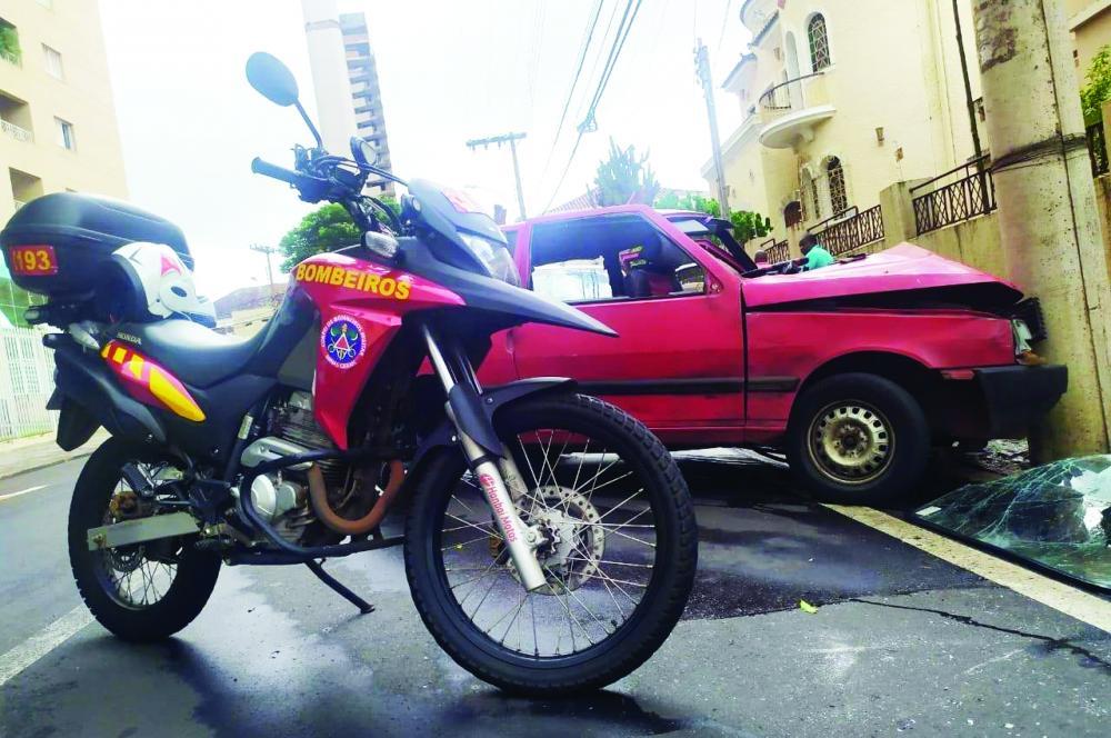 Condutor perde freio, bate em poste e cinco pessoas da família ficam feridos - Foto: Divulgação
