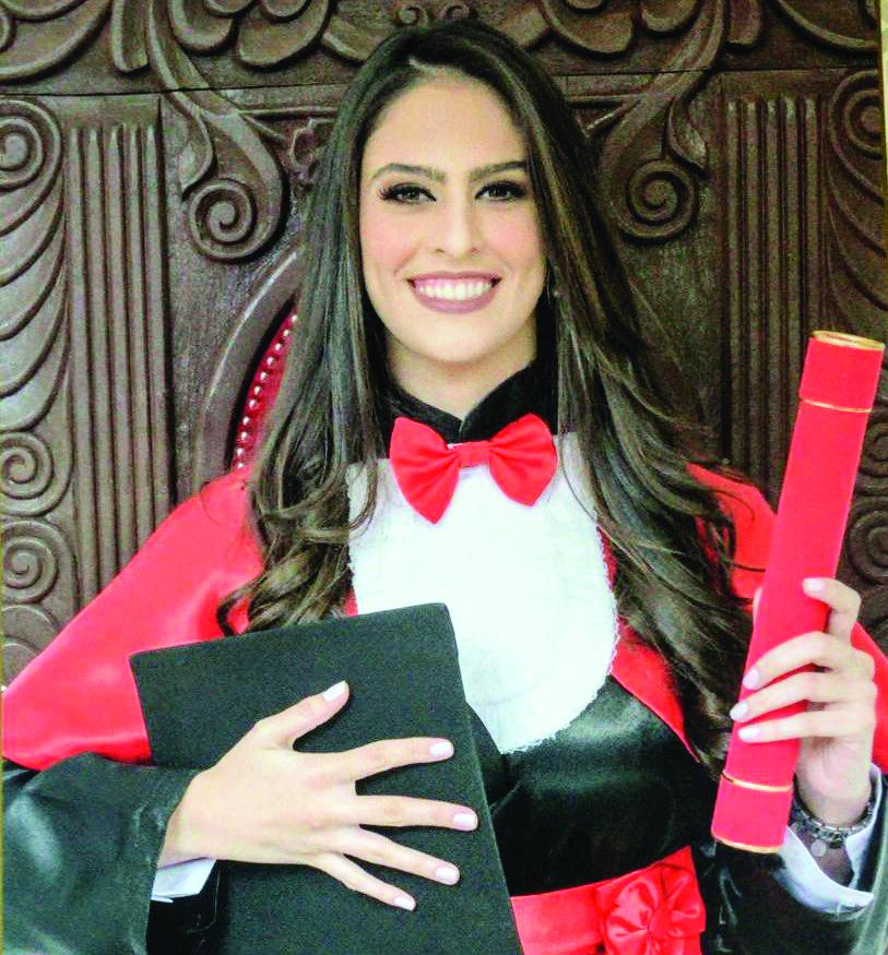 Marilia de Oliveira Medeiros colou grau em Direito pela Uniube, na quinta-feira. Ela é o maior orgulho de sua mãe, Maria Eugênia Cortes de Oliveira