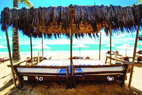 Paisagens paradisíacas, muitos atrativos e praias incríveis com areia branquinha são garantia de lazer e descanso - Foto: Divulgação