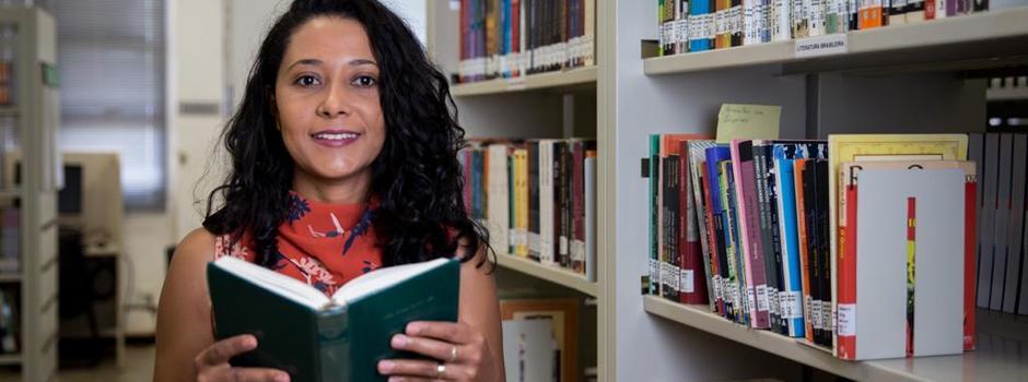 Edineira Ribeiro encontrou poemas inéditos a partir de sua tese de doutorado - Foto: Divulgação / IFNMG