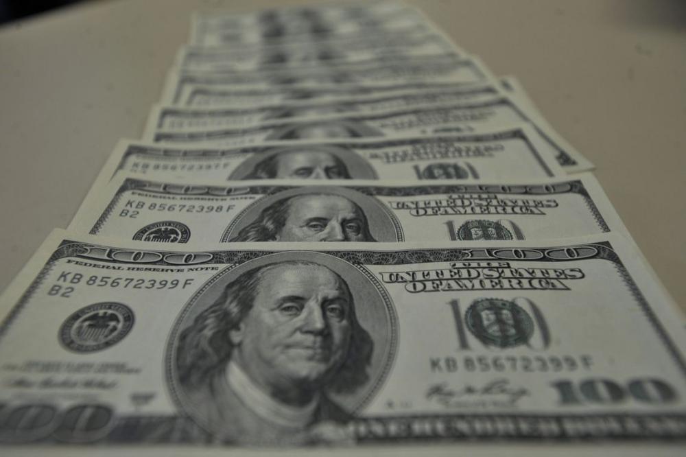 Entre outros fatores, a cotação do dólar influencia as despesas - Foto: Marcello Casal Jr./Agência Brasil
