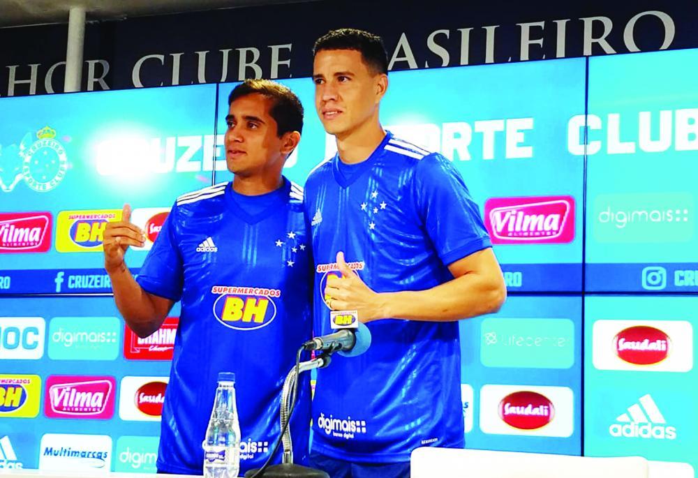Cruzeiro apresentou mais dois reforços para a temporada; o meia Everton Felipe, de 22 anos, e o atacante Roberson, de 30 anos - Foto: Diego Domingues