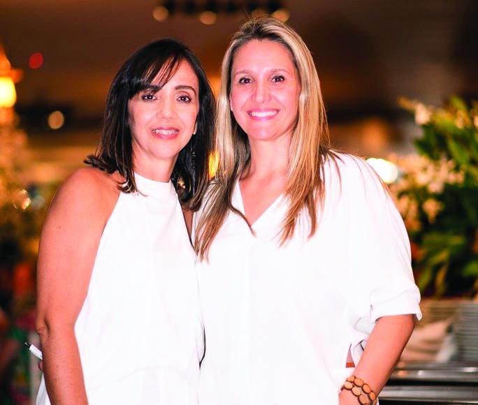 Viviane Quirino e Ana Paula Rodrigues lideram o grupo Doze Guerreiras, que promove na noite o lançamento da 5ª edição do calendário/2020 da Atma patrocinado pela Unimed Uberaba